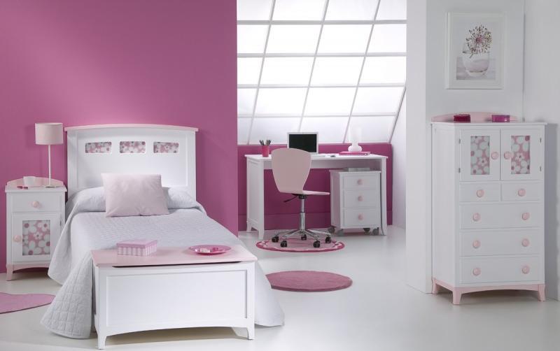 Pintar las habitaciones infantiles de las niñas en tonos rosas y blancos